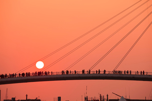 漁人碼頭の情人橋の夕日の写真素材 [FYI02655771]