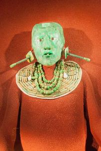 パカル王のヒスイの仮面 国立人類学博物館の写真素材 [FYI02655784]