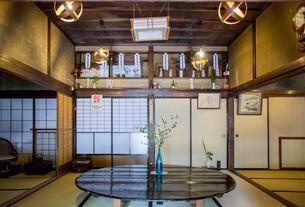 蔵の町の大和川酒造の日本間神棚の写真素材 [FYI02655831]
