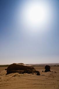 マリクワト古城遺跡と太陽の写真素材 [FYI02656025]
