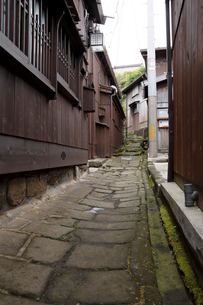 千石船の里宿根木の世捨小路の写真素材 [FYI02656159]