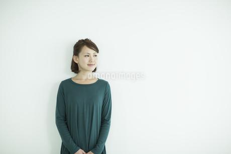 笑顔の女性の写真素材 [FYI02656201]