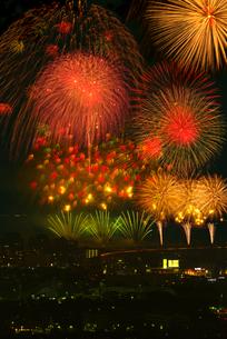 高良山から望む筑後川花火大会の写真素材 [FYI02656344]