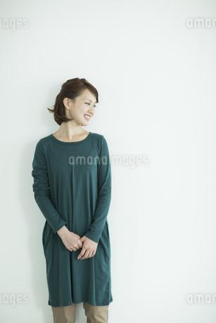 笑顔の女性の写真素材 [FYI02656373]