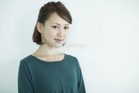笑顔の女性の写真素材 [FYI02656423]