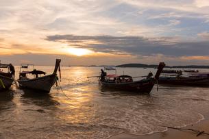アオナンビーチの夕暮れの写真素材 [FYI02656430]