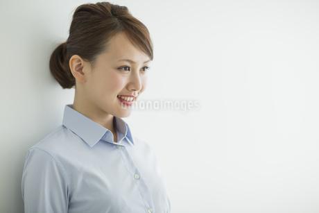 笑顔のビジネスウーマンの写真素材 [FYI02656715]