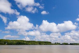 ドナウ川と雲の写真素材 [FYI02656936]