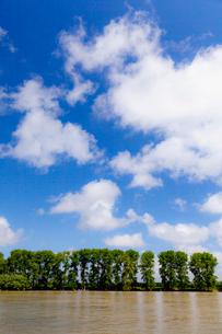 ドナウ川と雲の写真素材 [FYI02657023]