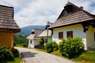 ヴルコリネツ村の家並みの写真素材 [FYI02657131]