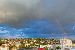 街並みと虹の写真素材 [FYI02657140]