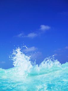 青い波しぶきの写真素材 [FYI02657225]