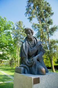 フレデリック・ショパンの生家のショパン像の写真素材 [FYI02657240]