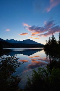 シトゥルバ湖の朝焼けの写真素材 [FYI02657336]