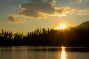 シトゥルバ湖の夕日の写真素材 [FYI02657392]