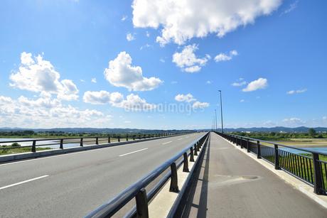 フェニックス大橋と信濃川の写真素材 [FYI02657410]