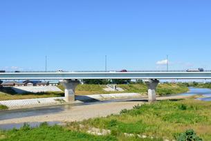 フェニックス大橋と渋海川の写真素材 [FYI02657434]