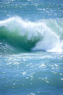 千畳敷から望む大きな波の写真素材 [FYI02657472]