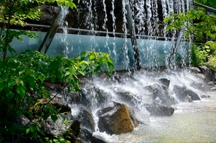 とっとり花回廊,ミニ滝の写真素材 [FYI02657537]