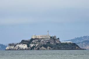 以前は刑務所だったアルカトラズ島の写真素材 [FYI02657574]