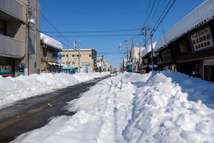 除雪した道の写真素材 [FYI02657586]