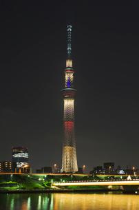 東京スカイツリーライトアップ(東京オリンピック招致)の写真素材 [FYI02657783]