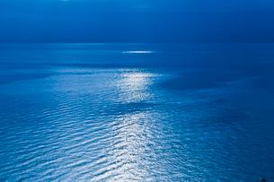 光る湖の写真素材 [FYI02657837]