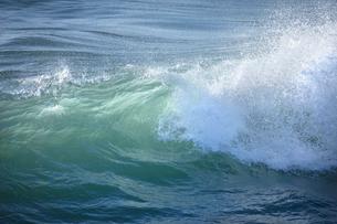千畳敷から望む大きな波の写真素材 [FYI02657950]