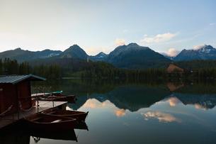 シトゥルバ湖の夕焼けの写真素材 [FYI02658075]
