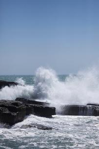千畳敷から望む大きな波の写真素材 [FYI02658126]