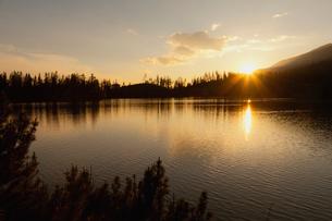 シトゥルバ湖の夕日の写真素材 [FYI02658154]
