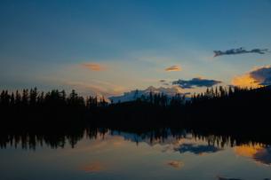 シトゥルバ湖の夕焼けの写真素材 [FYI02658267]