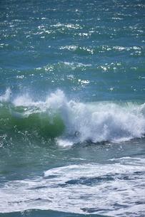 千畳敷から望む大きな波の写真素材 [FYI02658587]