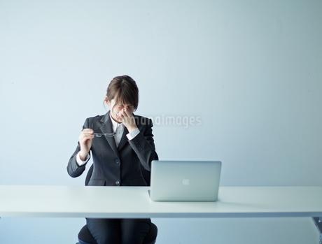 疲れた女性の写真素材 [FYI02658711]