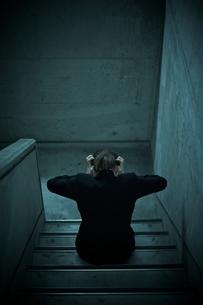 頭を抱える女性の写真素材 [FYI02658747]