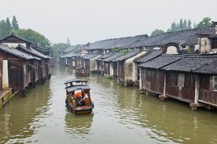 運河と船の写真素材 [FYI02658821]