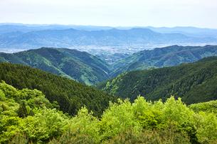 和泉葛城山から望む紀の川市の街並みの写真素材 [FYI02658996]
