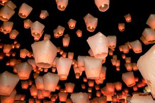 平渓十分の天燈祭りランタン祭りの写真素材 [FYI02659254]