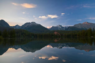 シトゥルバ湖の夕焼けの写真素材 [FYI02659271]