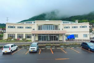 朝霧の谷地頭温泉の写真素材 [FYI02659445]