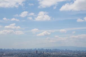 生駒山系から見る大阪の街並みの写真素材 [FYI02659560]