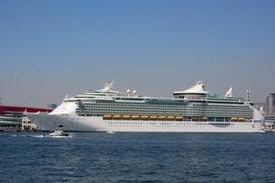 神戸港にMARINER OF THE SEASが停泊の写真素材 [FYI02659649]