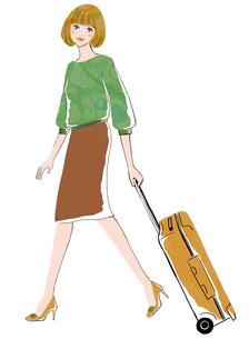 スーツケースを引いて歩く女性のイラスト素材 [FYI02659944]