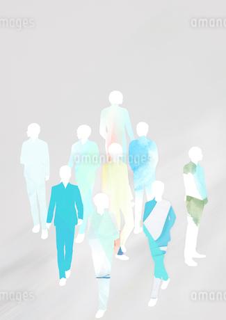 グレーを背景にテクスチャを貼った群衆のシルエットのイラスト素材 [FYI02660136]