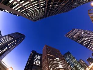 東京都 汐留の高層ビル街の写真素材 [FYI02660257]