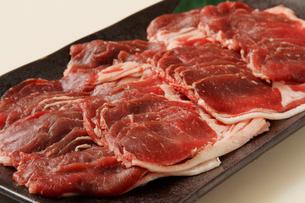 エゾ鹿しゃぶしゃぶ用生肉の写真素材 [FYI02660321]