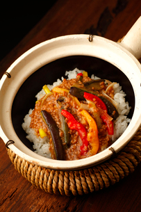 茄子の肉そぼろサーコ鍋の写真素材 [FYI02660328]