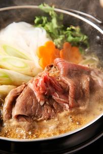 エゾ鹿肉すきやきの写真素材 [FYI02660465]