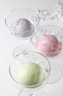 3種のアイスの写真素材 [FYI02660498]