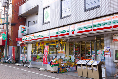 セブンイレブン井の頭公園駅前店の写真素材 [FYI02660504]